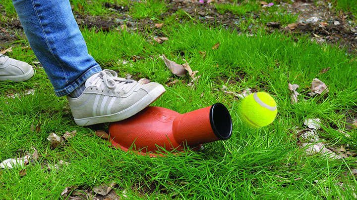 ideas-in-life-tennis-ball-launcher-dog-toy